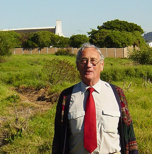 Frank Wygold at Zoarvlei in 2004. Behind him is the Wolraad Woltemade house a historical building in the area.
